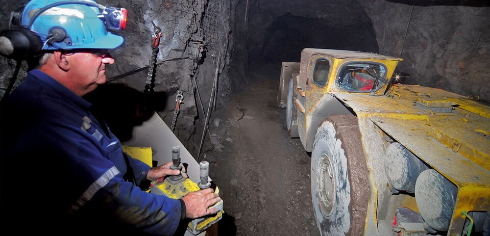 Operator controls an LHD underground with RRC